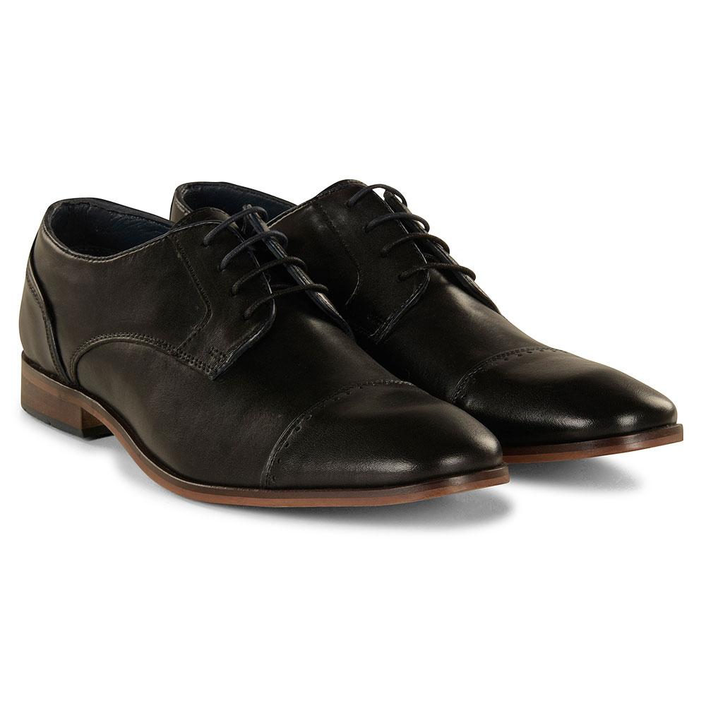 Regus Shoe in Black